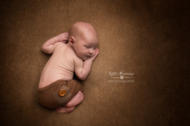 newborn baby photographer - Sandbach, Cheshire - tushi up