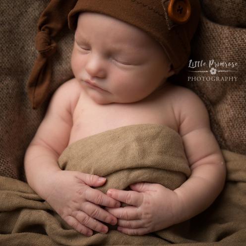 newborn baby photographer - Sandbach, Cheshire - sleepy hat
