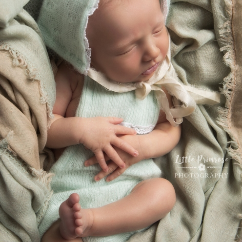 Newborn photography Brereton - baby in a bonnet - Mint