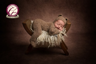 Award-winning-photographer, Cheshire, Sandbach, Middlewich, Nantwich, Northwich, Holmes-Chapel, Top-photographer, newborn_photographer, Newborn_pictures, Baby_photos, Limited_availability, Bold_colours, Natural_fabrics